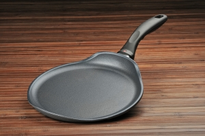 Swiss Diamond 10.25 in. Crepe Pan